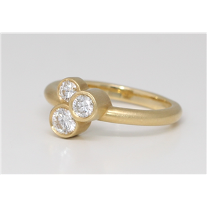 18k Yellow Gold Three Stone Round Diamond Three-Stone Asymmetrical Step Bezel Set Ring(0.5 ct, G, VS2)
