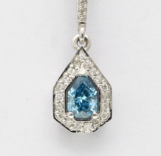 Blue pPar cut diamond pendant